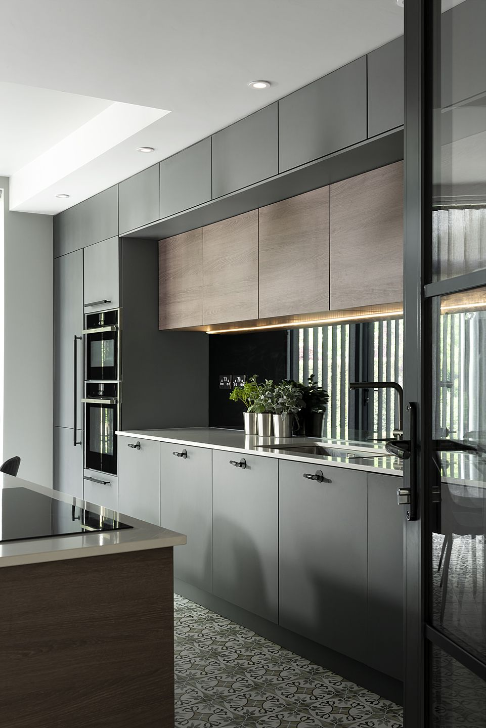 Stunning contemporary kitchen with dark units and feature