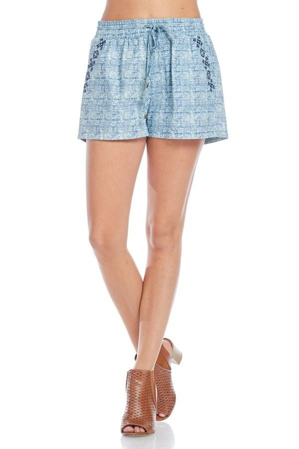Embroidered shorts with elastic waistband and pockets.