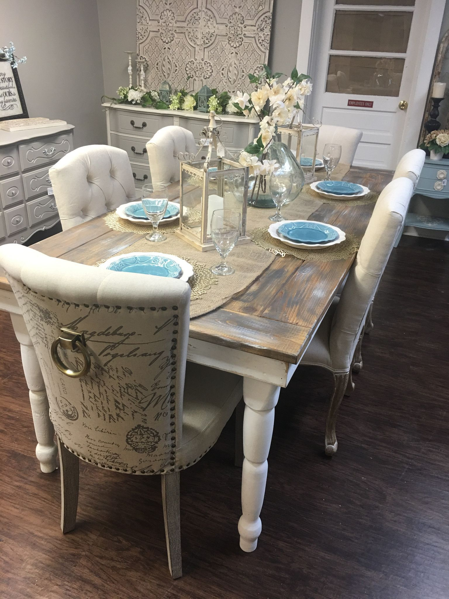 Painted farmhouse table and chairs - Beautiful Farmhouse Table Seats Up To Eight Table Top Lightly Painted With A Chalk Based