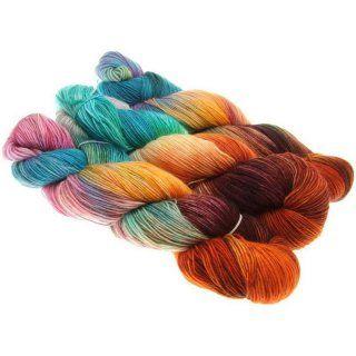 Qualität: 20% Mohair 55% Wolle 25% Polyamid Lauflänge: 400mNadelstärke: 2,25mm- 3mm Waschempfehlung: 30°C Handwäsche