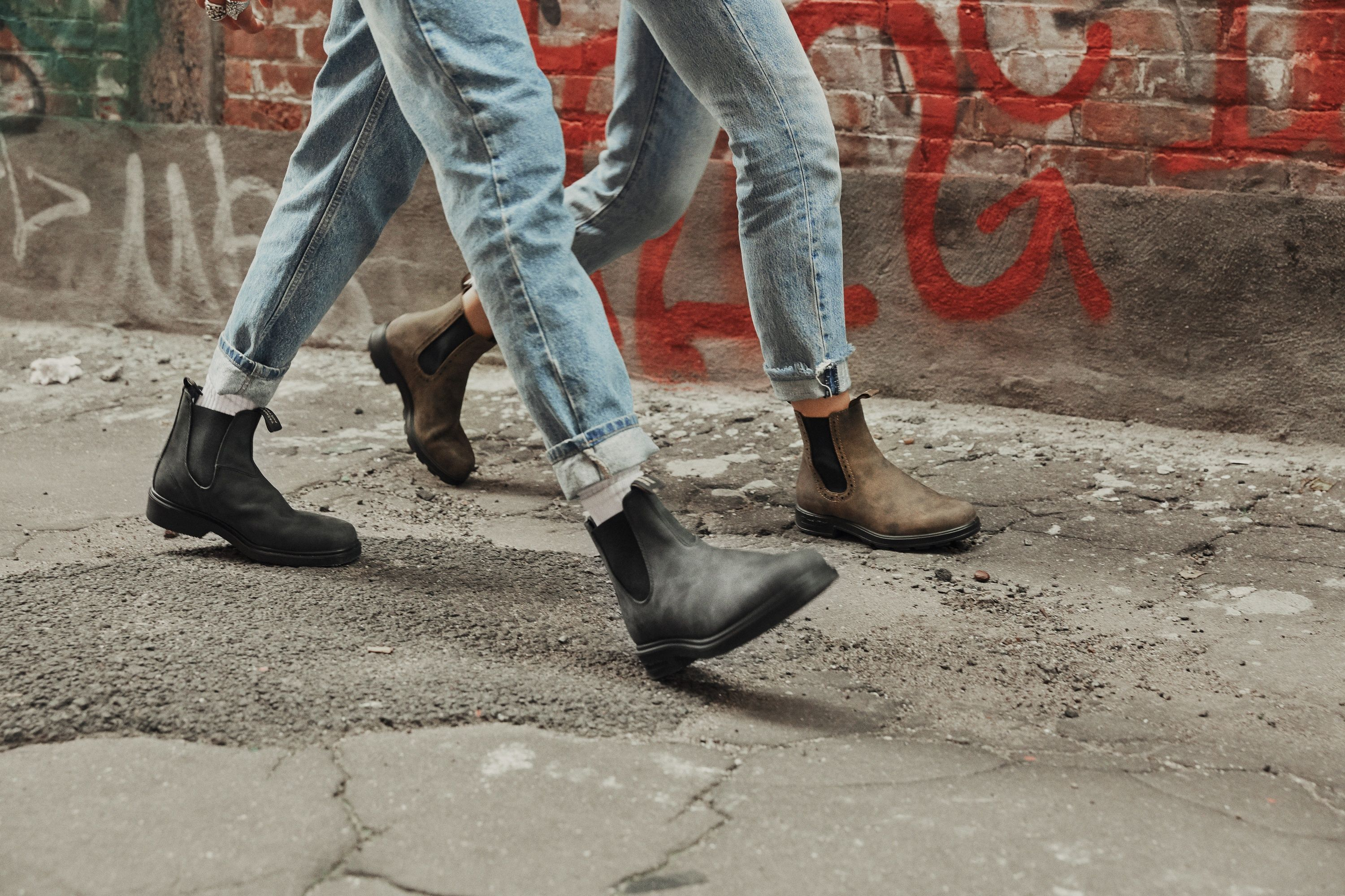 Men S Style 585 Rustic Black Leather Chelsea Boots Mens Travel Outfit Summer