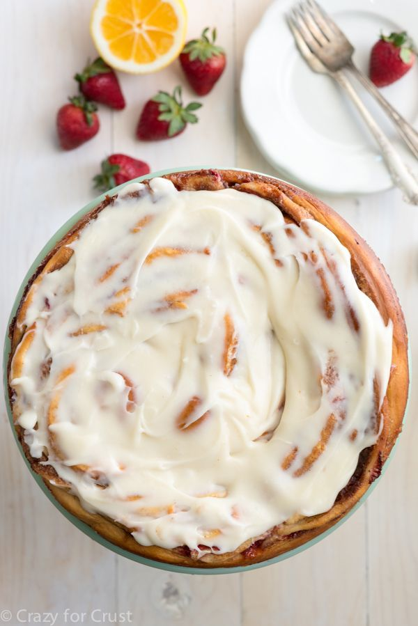 Giant Strawberry Cinnamon Roll Cake Recipe made with fresh strawberries and lemon cream cheese icing! #strawberrycinnamonrolls