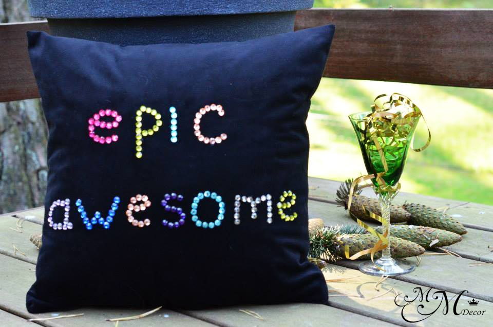 Handmade soft velvet throw pillow decorated with cristals?Size: approx. 40cm x 40cm ?Pattern: Design on front onlyA POLYESTER INNER IS INCLUDEDReady to ship