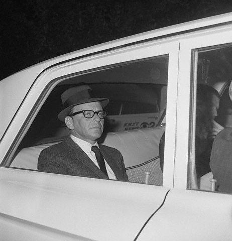 Frank SInatra,when did he ever wear glasses, cute