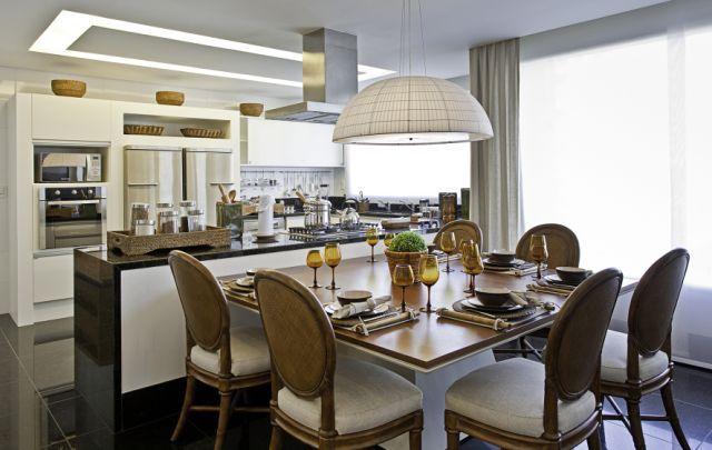 cozinha de apartamento de luxo mesa de jantar ilha com bancada e ...