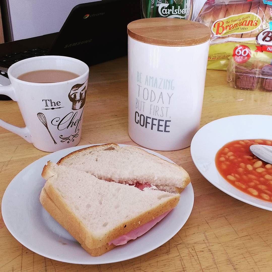 Bom dia para você que assim como Viajando no Blog acorda com fome!  #Derry #Londonderry #IrlandadoNorte #NorthernIreland #ViajandonoBlogemDerry #ViajandonoBlognaIN #VisitDerry #Irelands2017 #Irlandas2017 #TuaisceartÉireann #UK #ReinoUnido #translinkgoldline #translink #walledcity #viajantesolo #mulherviajante #traveler #justdoit #euquiseutrabalheieufiz #workhardplayhardtravelhard #workhardplayhard #happy #feliz #breakfast #cafédamanhã