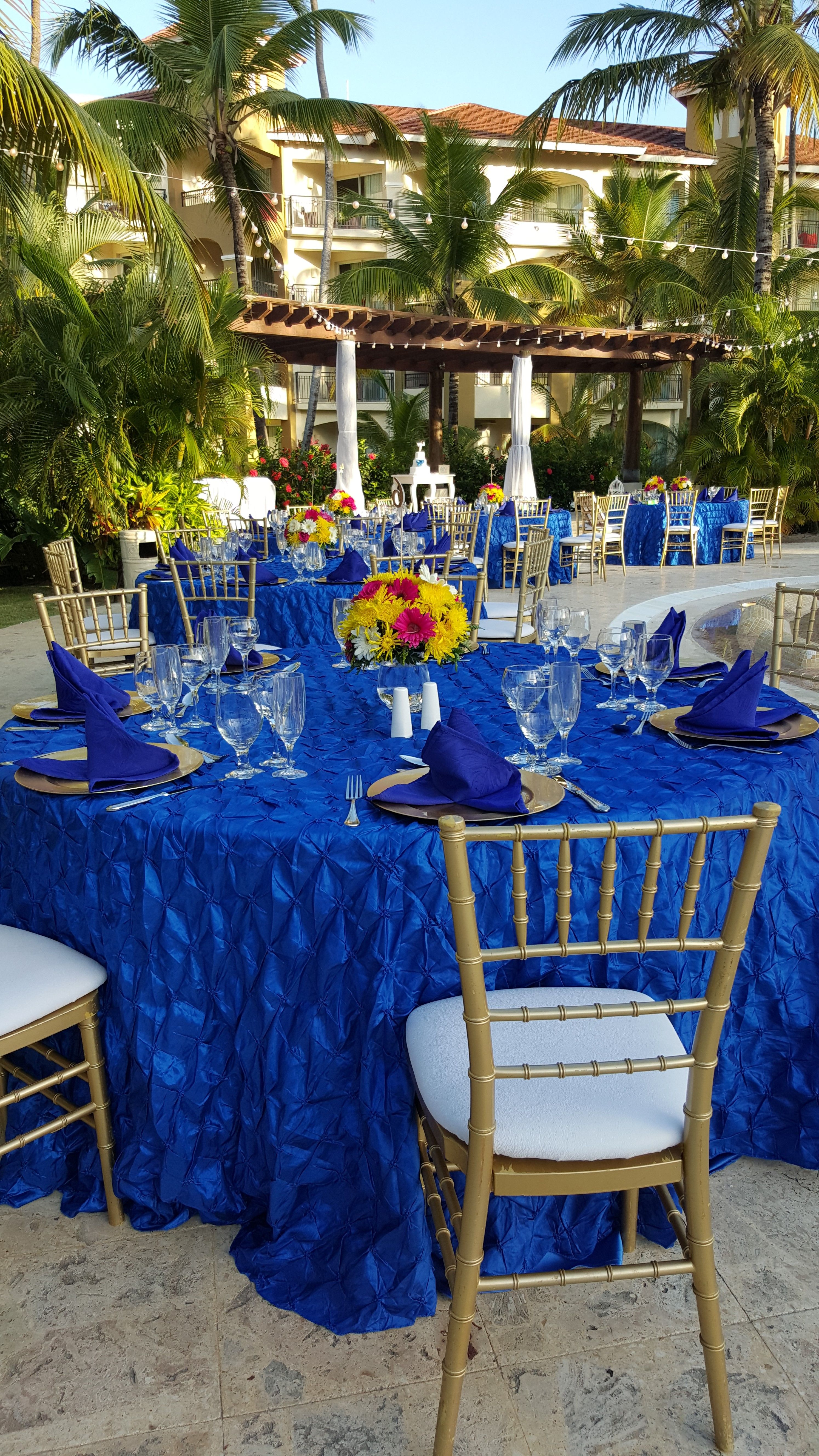A Pop Of Blue Will Set Your Wedding Apart From The Rest Let Us Make Your Dream Wedding Come True In Pa Now Larimar Punta Cana Now Larimar Destination Wedding