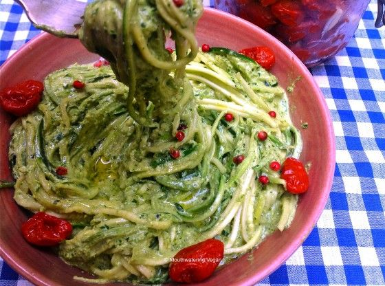 Raw cream of rucola parsley pesto with sundried tomatoes raw cream of rucola parsley pesto with sundried tomatoes zucchini spaghetti mouthwatering vegan forumfinder Image collections