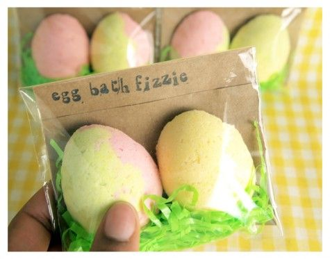 DIY bath fizzies! Perfect Easter present to a lush junkie