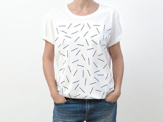 Camiseta serigrafiada por Depeapa Blue shapes por depeapa en Etsy