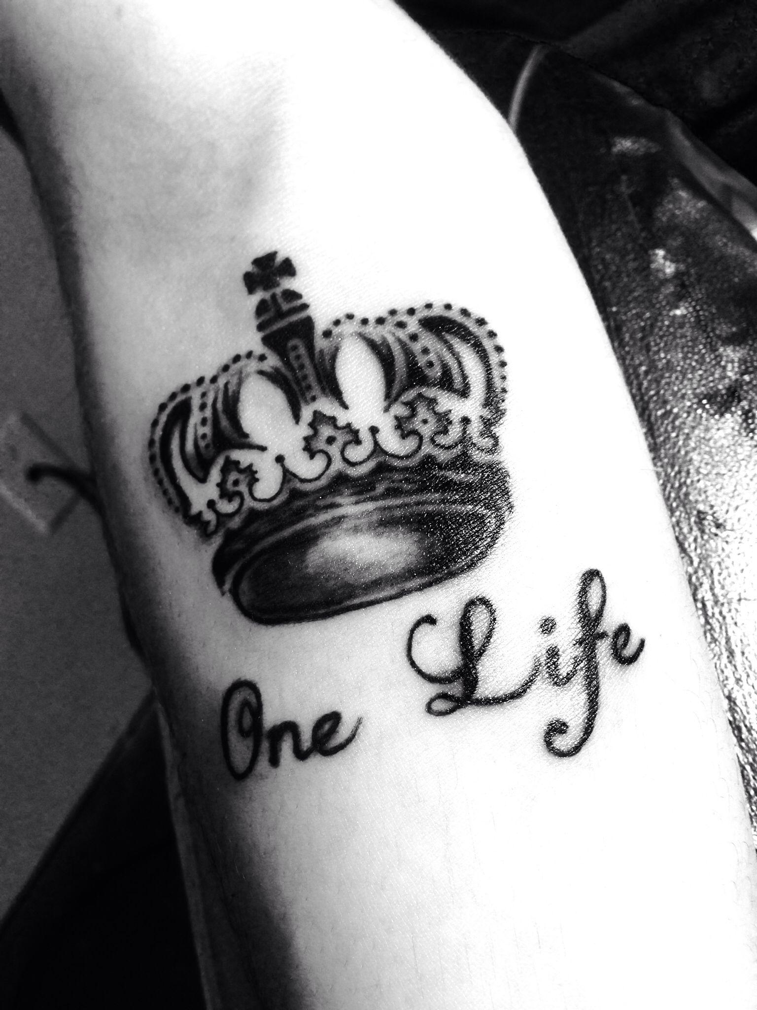 one life kings crown tattoo tattoos pinterest king crown tattoo. Black Bedroom Furniture Sets. Home Design Ideas
