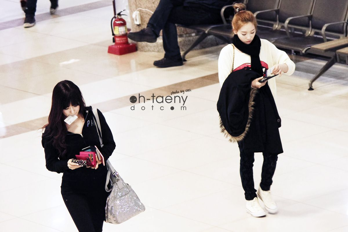 Taeyeon & Tiffany : 130302 Gimpo Airport