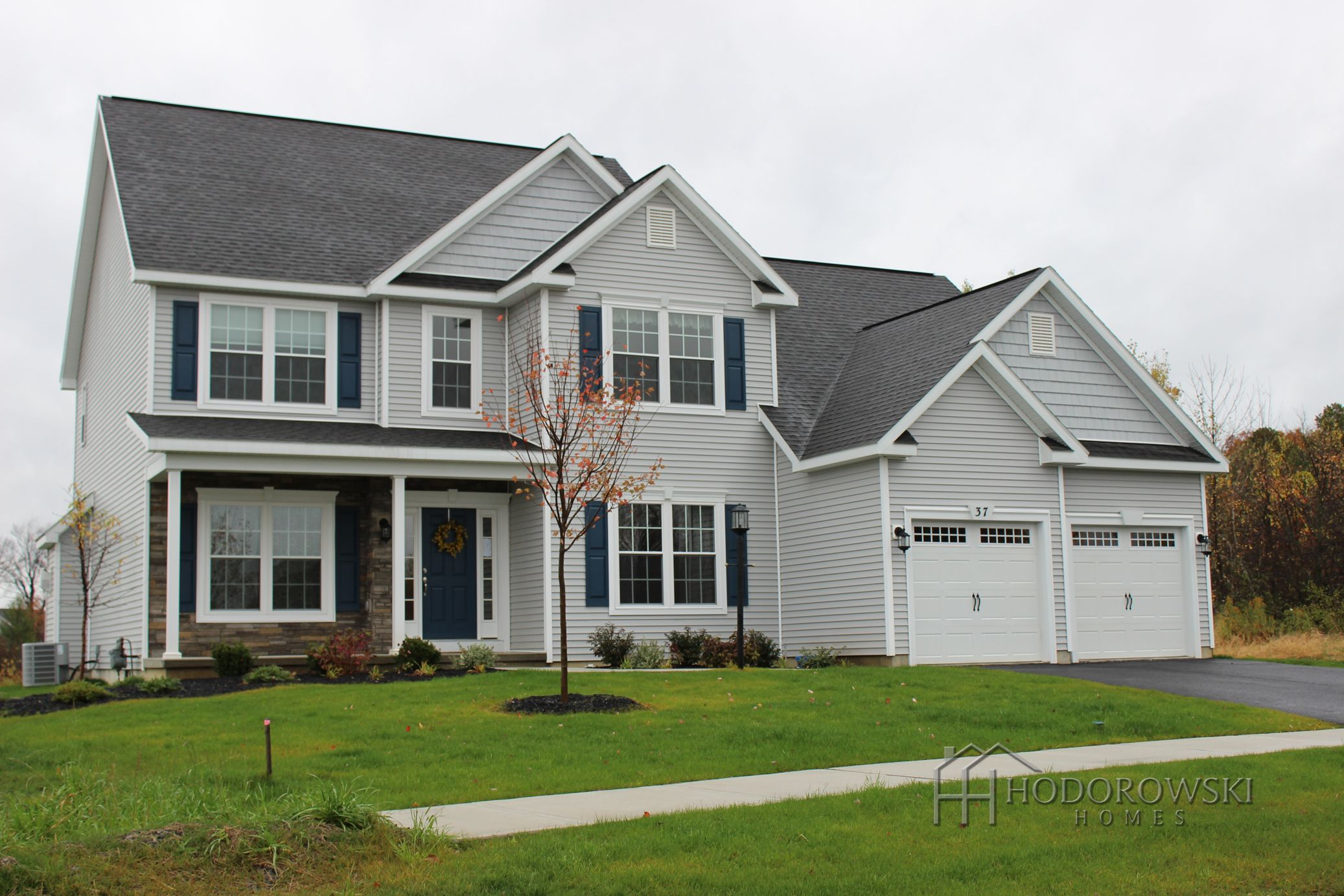 This Saratoga B Model House Chose Harbor Stone Siding And Shakes Classic Blue Shutters And Colonial House Exteriors Exterior House Remodel Pretty House