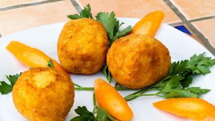 طريقة عمل كرات البطاطس باللحم المفروم Recipe Recipes Breakfast Snacks Food