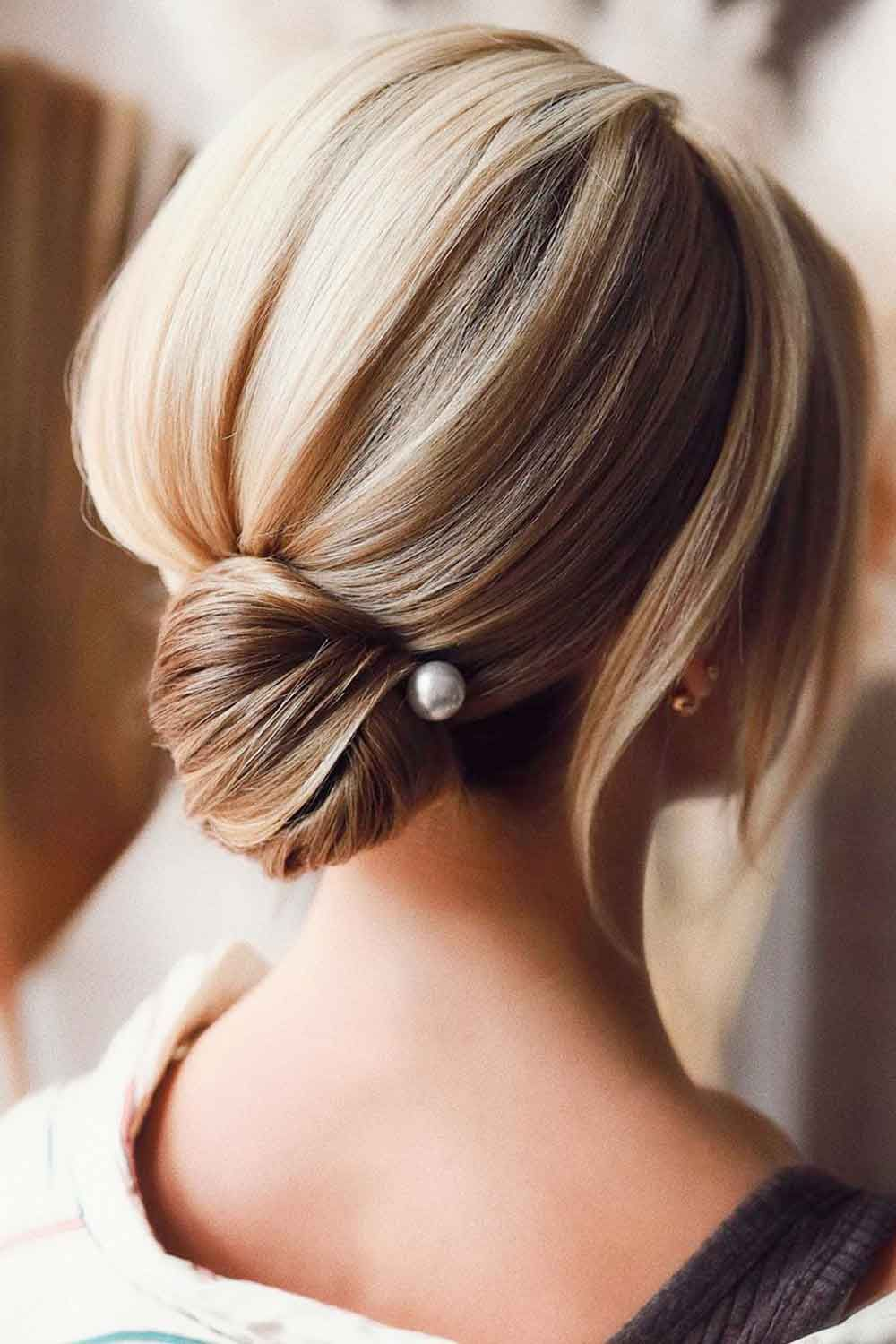 35 Easy And Fancy Ideas Of Wearing Hair Bun For Short Hair In 2020 Short Hair Bun Sleek Short Hair Short Hair Styles
