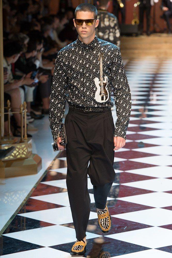 dd379e443706 Dolce   Gabbana Spring 2017 Menswear Fashion Show - Federico Spinas