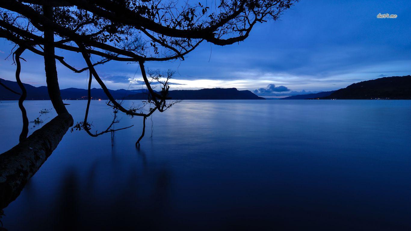 Dark Blue Dusk Over The Calm Lake Hd Wallpaper Indonesia