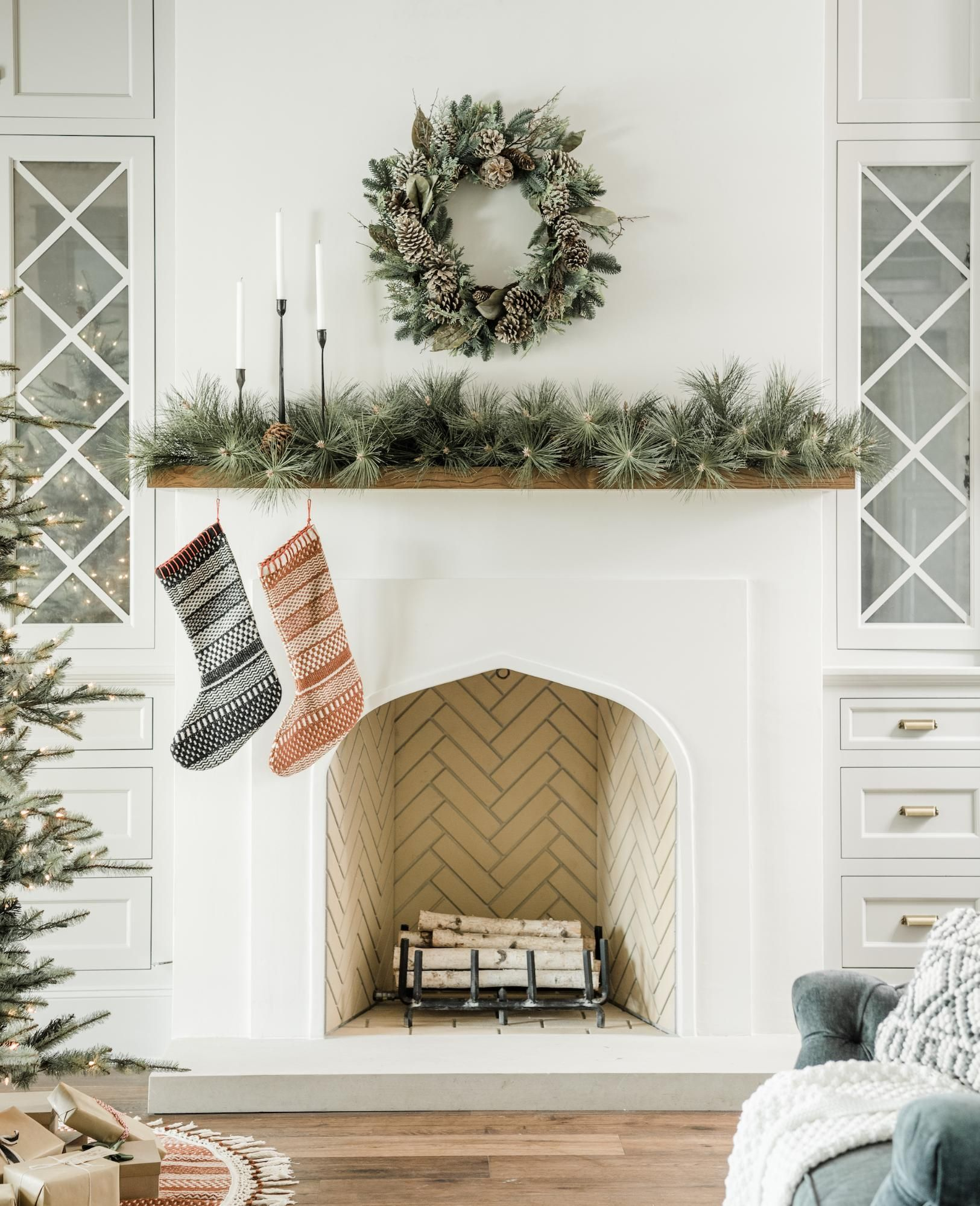 How To Decorate With Garland Magnolia Christmas Mantel Decorations Christmas Mantle Decor Christmas Fireplace Decor