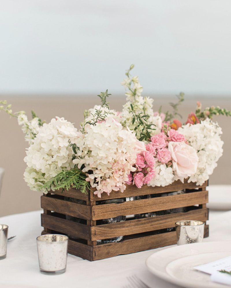 8 Centres De Table Diy Pour Votre Mariage Shake My Blog En 2020 Batons Peints Decoration Idee De Decoration