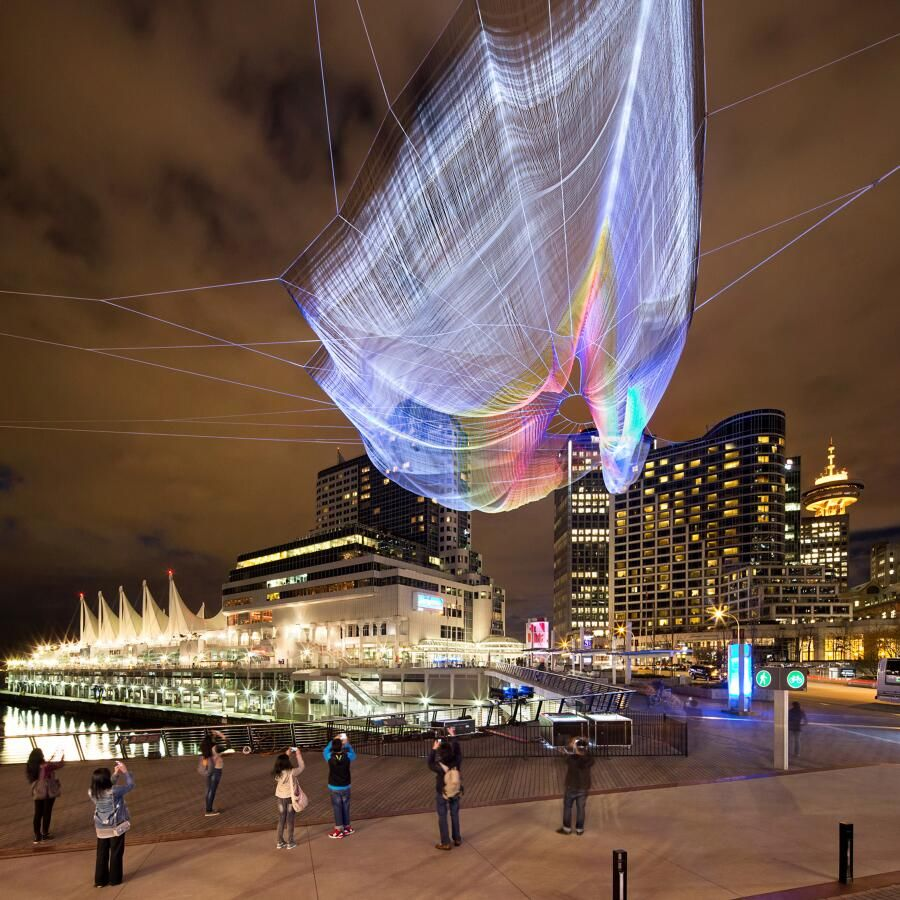 The fascinating technology behind this 745-foot sculpture viewers control w/ their phones: http://on.ted.com/pmKb  pic.twitter.com/naUaz7zLY2