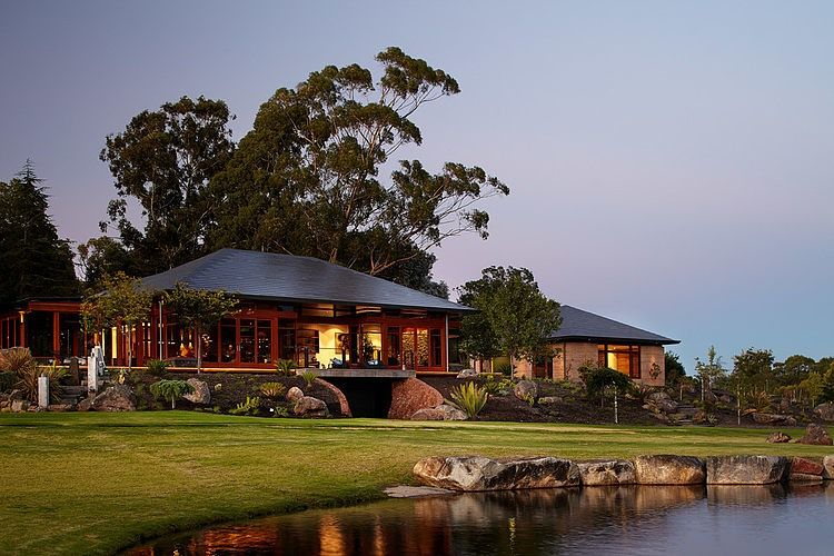 Designed by Suzanne Hunt, this beautiful single family residence is situated in Bedfordale, a semi-rural suburb in the south-east of Perth, Australia.