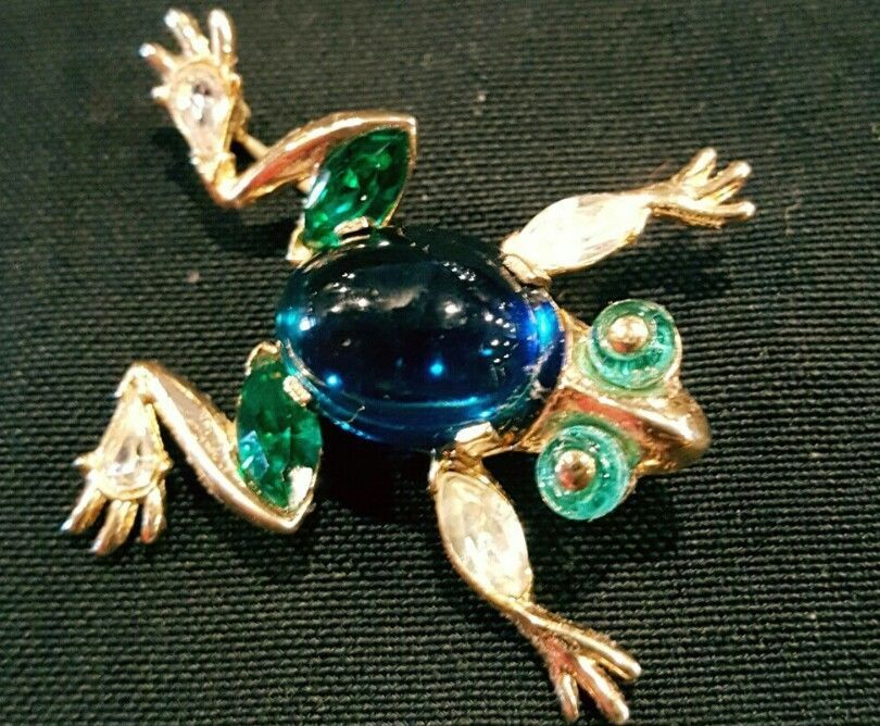 Vintage Trifari Frog Pin