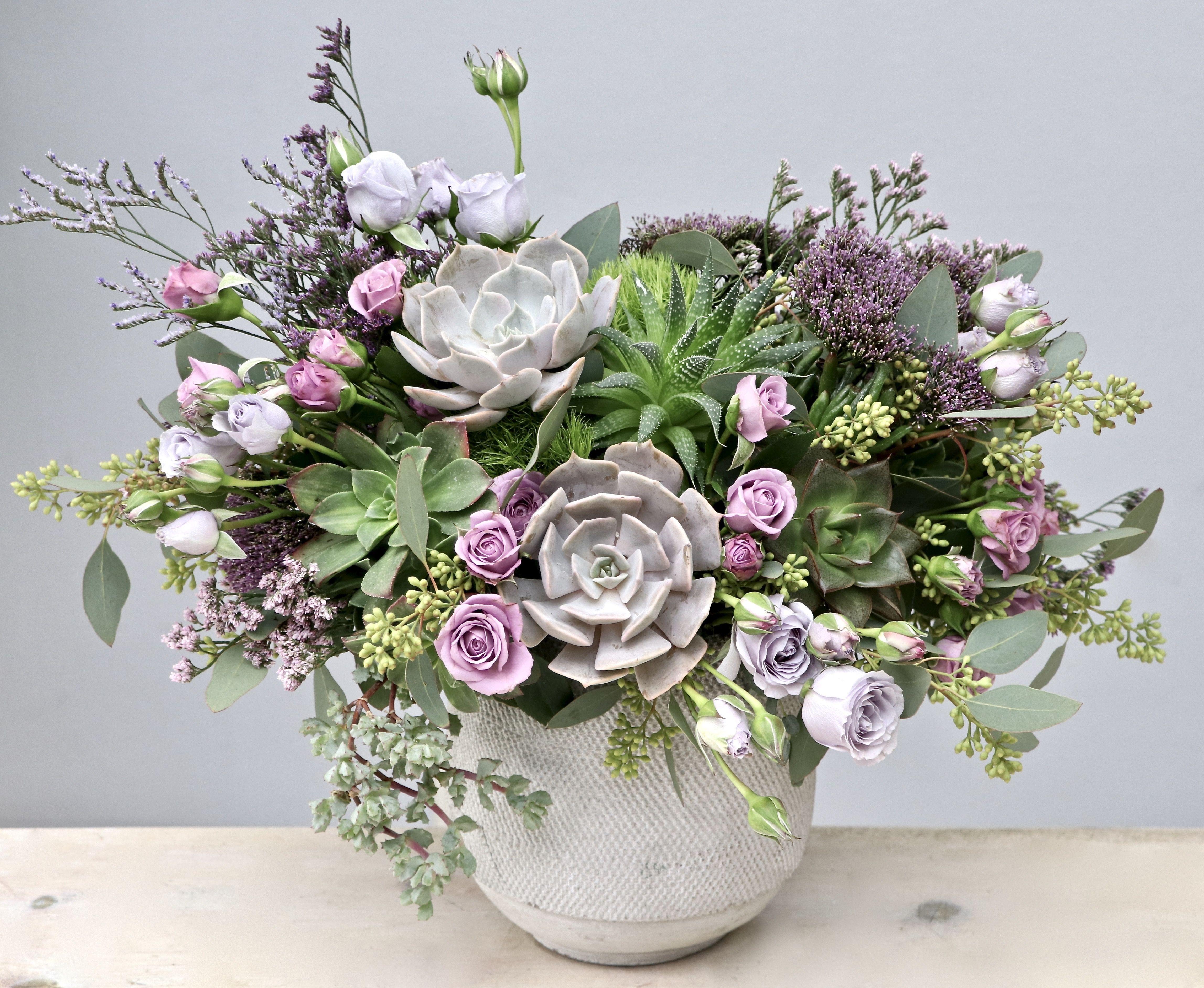 Floral Arrangement Myglendaleflorist In 2020 Flower Delivery Fresh Flower Delivery Flower Arrangements