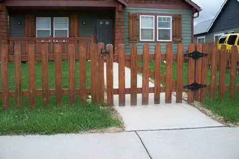 wood picket | Outdoor decor, Wood fence, Outdoor structures