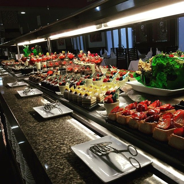 Dessert table - dessert buffet - Riu Palace Mexico - RIU ...