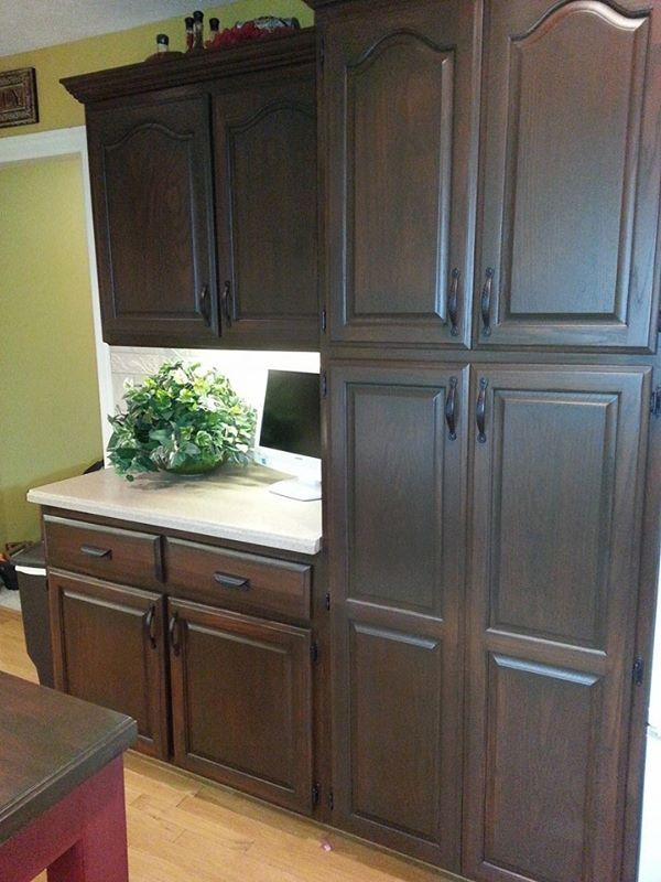 Lisa Sloan Used General Finishes Antique Walnut Gel Stain On These Oak Cabinets Beautiful