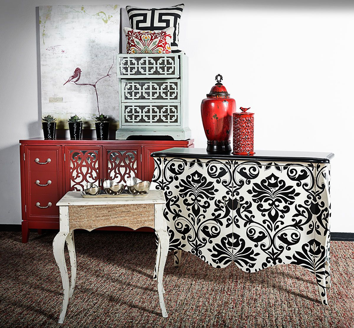 Dare to get dramatic with décor in 2014, because this year it's all about being bold, going glam and energizing your space with an adventurous amalgamation of styles, patterns, colors and shapes. This fun and fearless bunch is ready for the new year…are you?