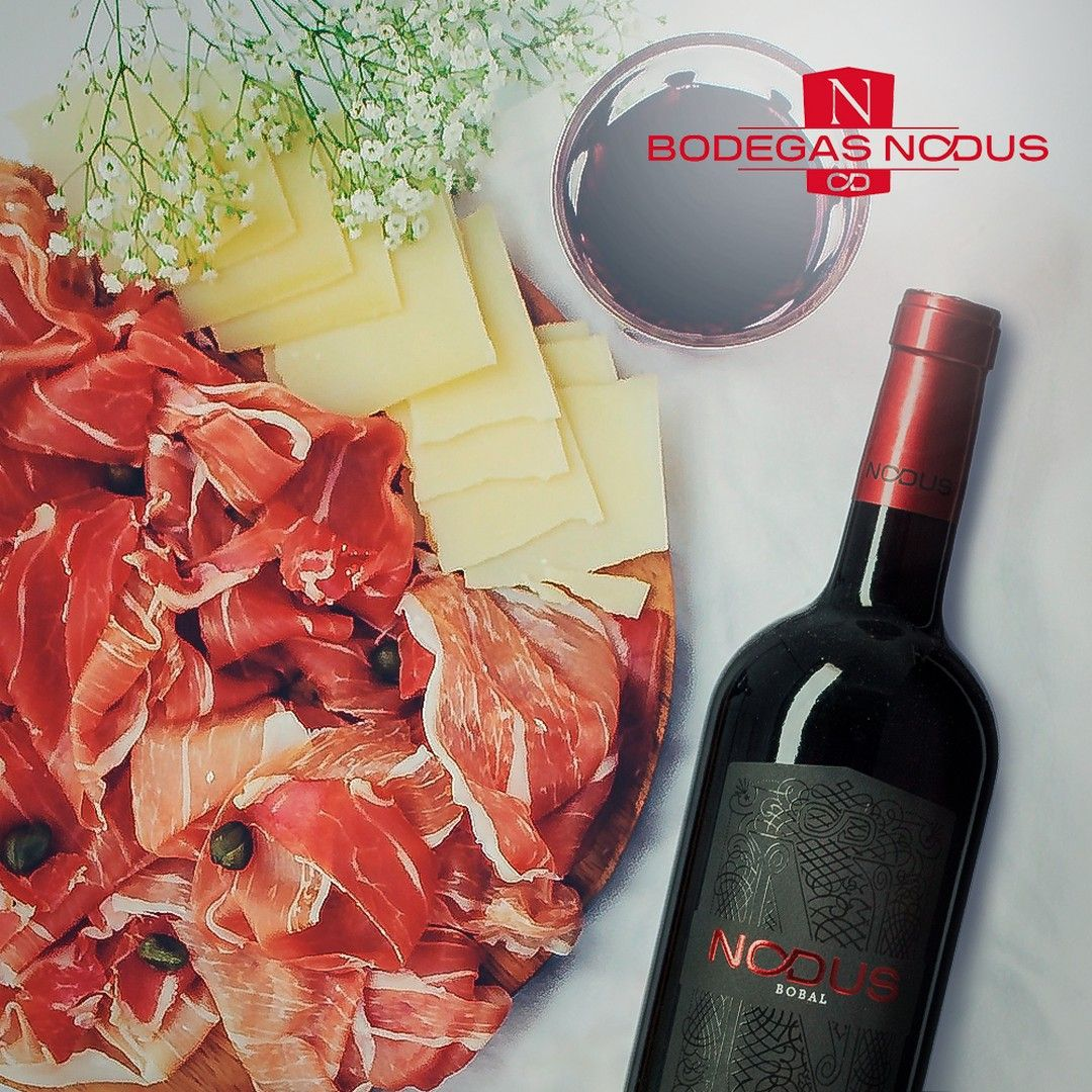 Nada Mejor Que Un Buen Vino Para Acompanar Un Plato De Ibericos There S Nothing Better To Pair A Side Of Ibericos Comid In 2020 Food Alcoholic Drinks Alcohol