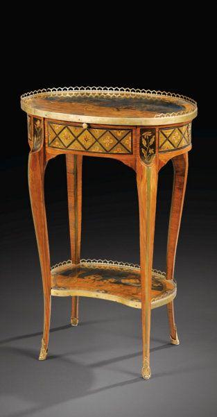 Belle Table En Placage De Bois De Rose Et Marqueterie De