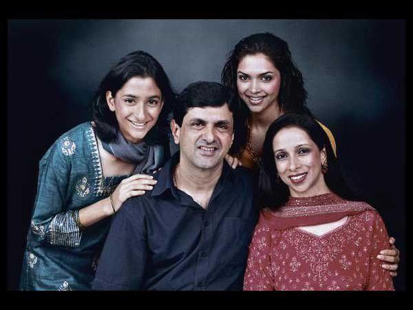 Meet Deepika Padukone S Family Ahilya Prakash Ujjala And Anisha Padukone Deepika Padukone Family Portraits Deepika Padukone Sister