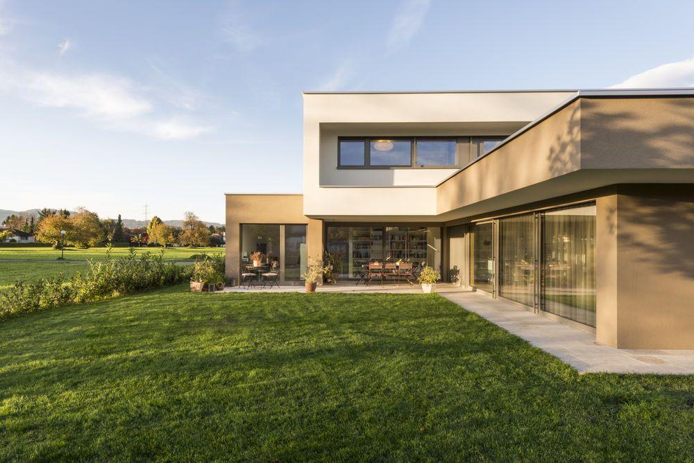 #Einfamilienhaus #Flachdach #Überdachte Terrasse #Massivbau # L Form#  Moderne Architektur