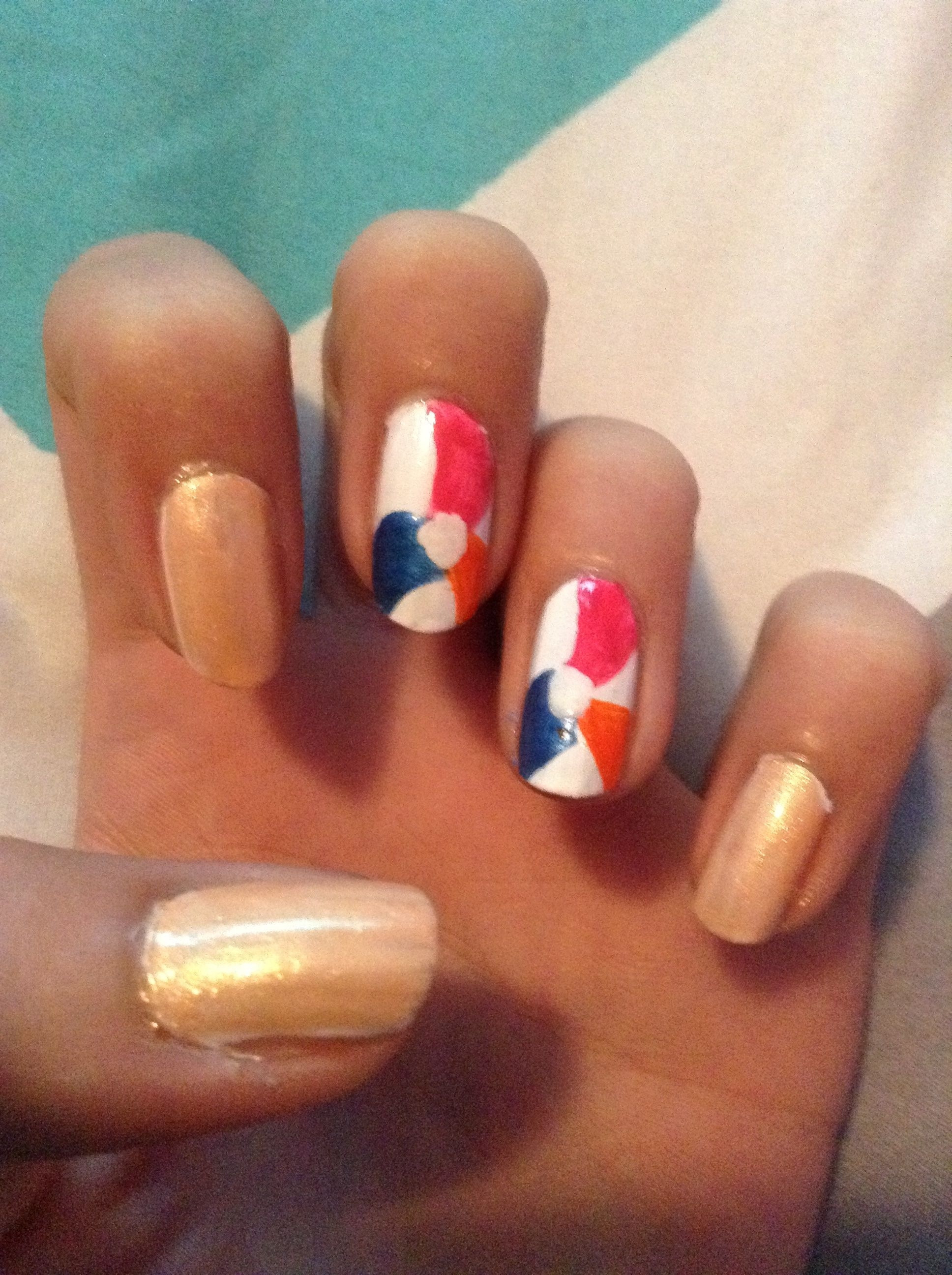 This beach ball nail design is again inspired by Missjenfabulous and it is pretty easy! I love this nail design for the summer!