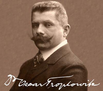1914: Nachdem Dr. Oscar Troplowitz bereits 1890 die Firma Beiersdorf in Hamburg vom Gründer Paul C. Beiersdorf übernommen hat, werden jetzt neben der Hautpflege-Marke NIVEA weitere innovative Produkte, wie Spezialklebeband, medizinische Pflaster und Heftpflaster hergestellt. #nivea #history