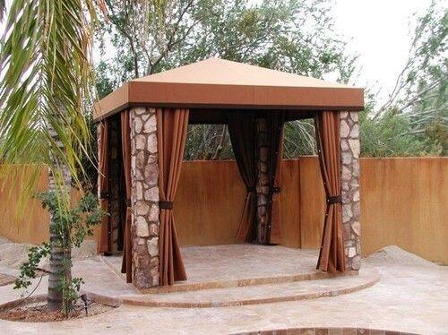 Pavillon Robust Set : Die steinsäulen dieses quadratischen pavillon sind robust und