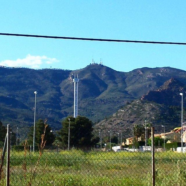 Vistas de la #montaña sobre #Benicàssim. #Desierto de las #Palmas #Bartolo #Antenas #Paraiso #BenicassimParaiso #Benilovers #Aquarama #Paradise #mediterraneo #calor