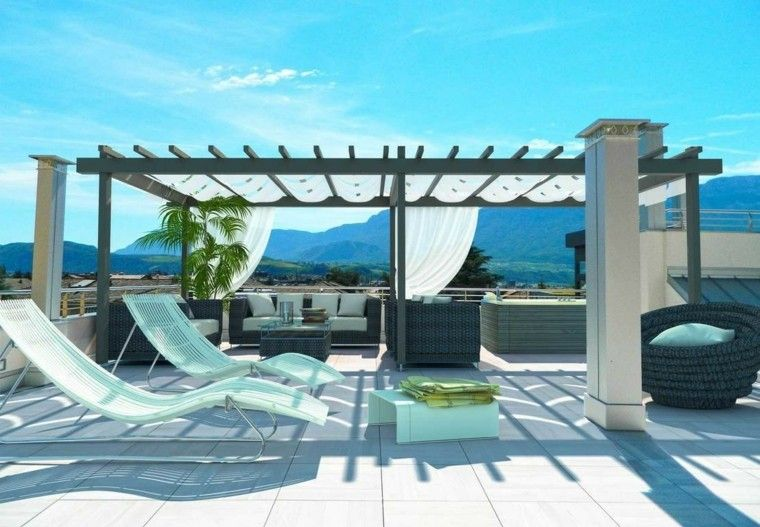 pergola-negra-terraza-moderna-tumbonas-blancasjpg (760×527