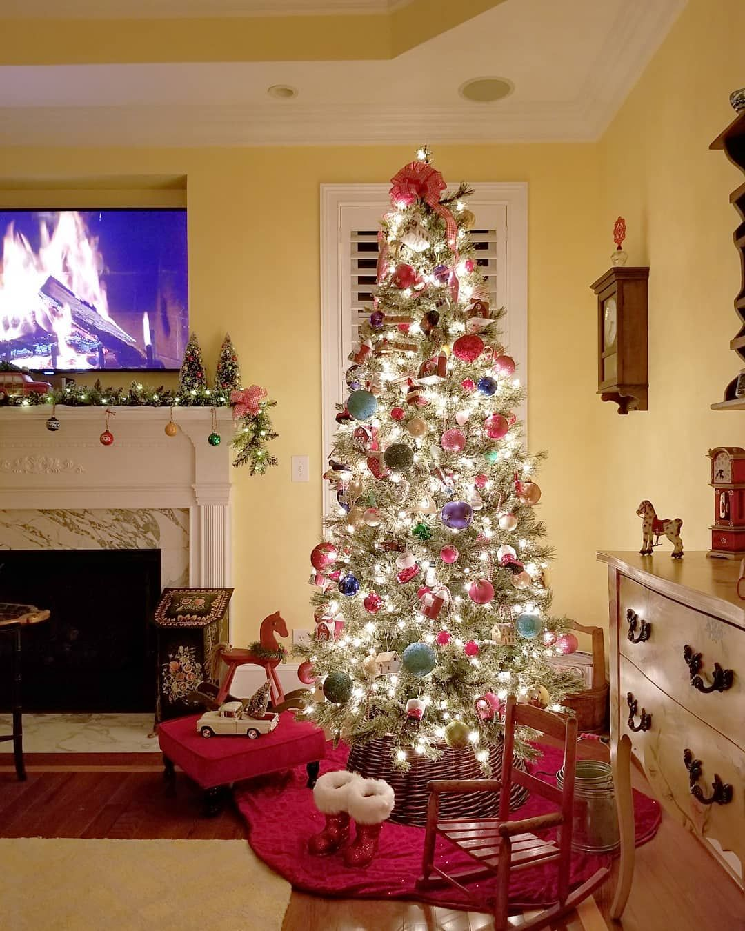 Happy Days Farm Love Watching The Virtual Yule Log On Tv While Sitting By The Christmas Tree Christmastree Happy Day Farm Country Christmas Christmas Tree