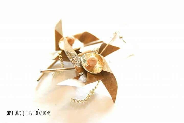 Longues boucles d'oreilles origami beige et argenté pliage rose des vents : Boucles d'oreille par rose-aux-joues
