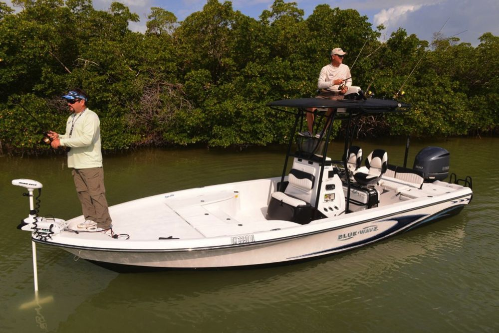 Bluewave 2400 pure bay inshore center console fishing boat for Inshore fishing boats