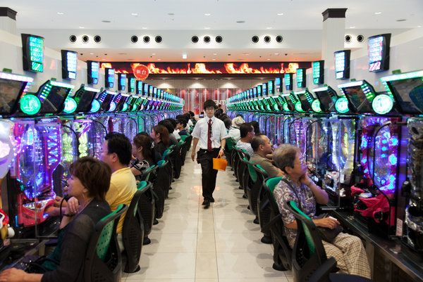 Pachinko Parlors Court Japan's Youth - NYTimes.com