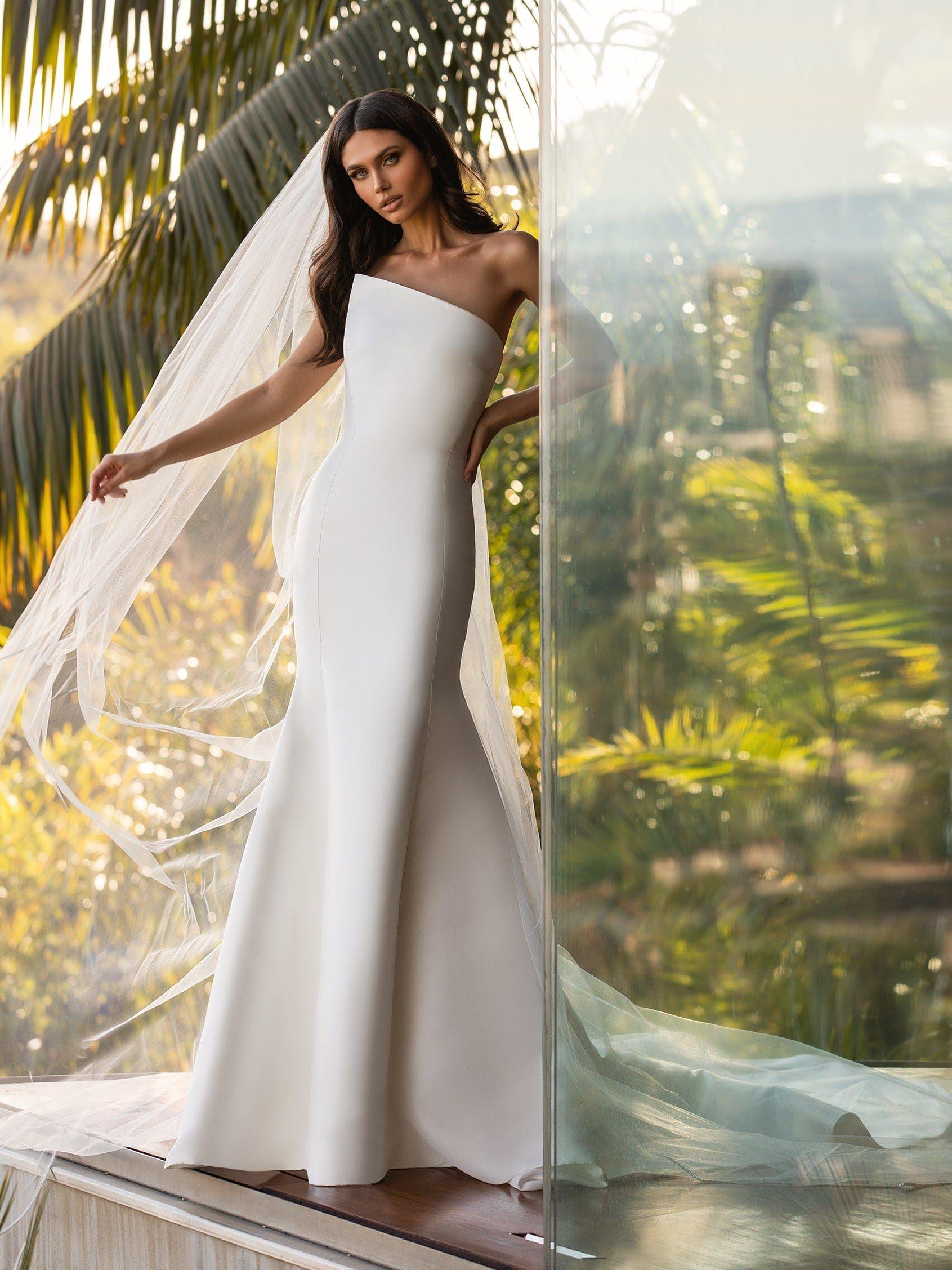 Day Pronovias Wedding Dress Modern Bride Mermaid Wedding Dress [ 2255 x 1691 Pixel ]