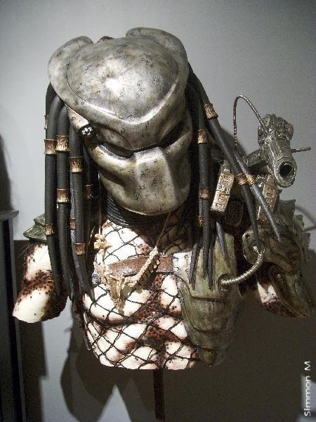 Predator (1987) movie props Predator torso w Bio helmet ...