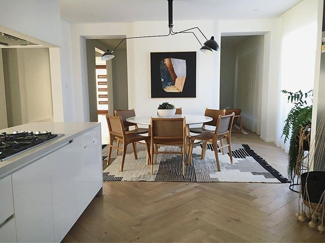 Swoon Our Colca Wool Rug Feeling Riiiiight At Home In Kristine Jenkins Dining Room Mywestelm Inter Home Serge Mouille Ceiling Light Dining Room Lighting