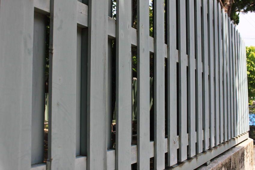 Welche Arten von Zaunpfosten gibt es? Arten von, Arten und Gärten - gartenzaun modern metall