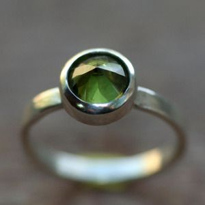 KINDRED SPIRIT Sterling Silver Stacking Ring with Peridot