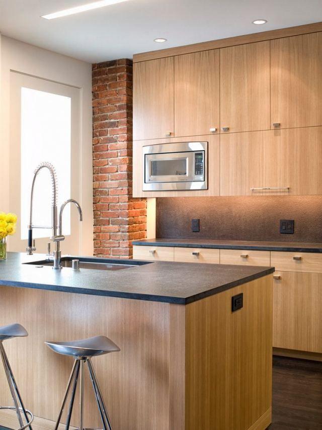 Tegla Oszlop Modern Konyhaban In 2019 Oak Kitchen Cabinets